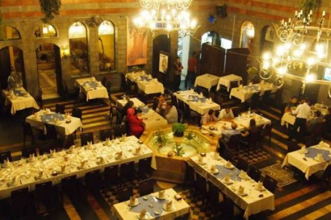 سعر كأس الشاي 1900 ليرة وفنجان القهوة 1800 ليرة بأحد مطاعم دمشق والسياحة تعلّق : مطاعم الخمس نجوم تسعّر كما تريد