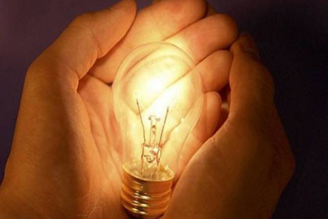 الكهرباء توضح أسباب زيادة ساعات التقنين: عنفات متوقفة بسبب نقص الغاز وزيادة الطلب.. والحال إلى تحسن