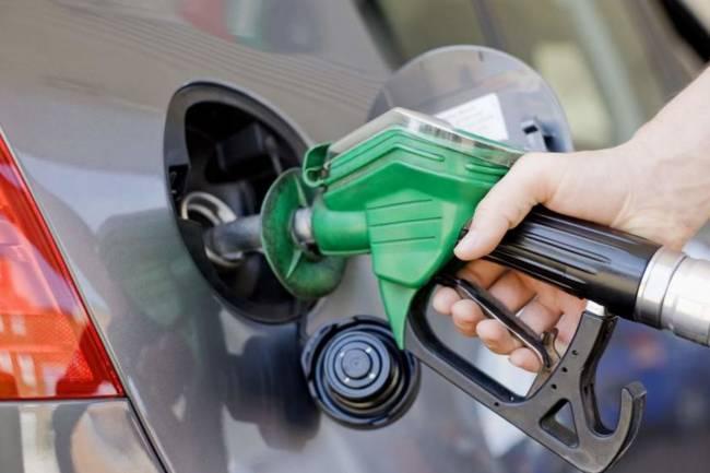 خبراء اقتصاديون يتوقعون انعكاس ارتفاع أسعار البنزين على السلع والمواصلات