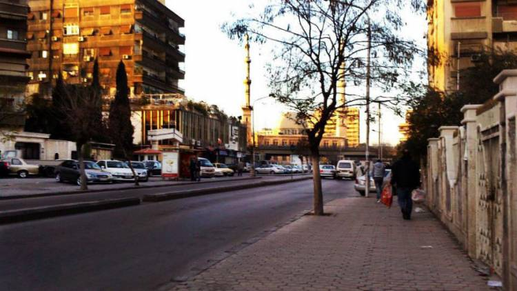 عصابة تستغل زيادة ساعات التقنين و تسلب النسوة في حي الميدان