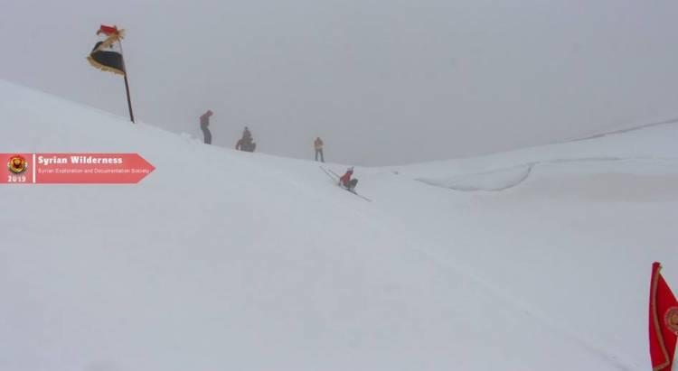لأول مرة في سورية .. بدء  رياضة التزلج على الثلوج بجبال بلودان تجريبياً