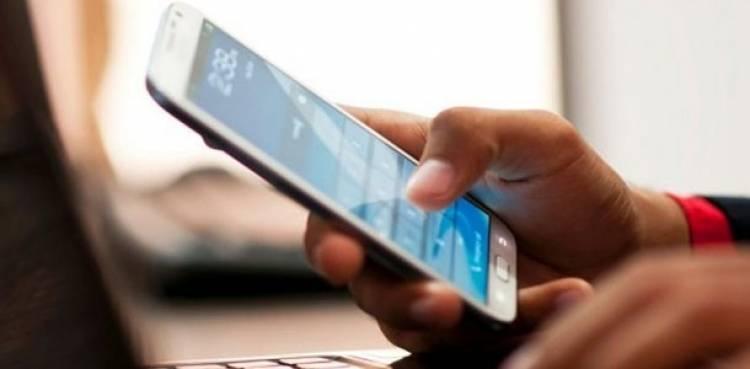 الخطيب ينفي دراسة رفع أجور الإنترنت ومكالمات الهاتف المحمول